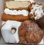 R & M BakeryDonuts